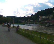 Bahntrassen-Radtouren führen durch schöne Landschaften.