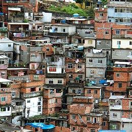 Häuser in der Favela Rocinha in Rio
